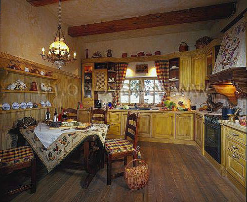 Деревянные балки на кухне
