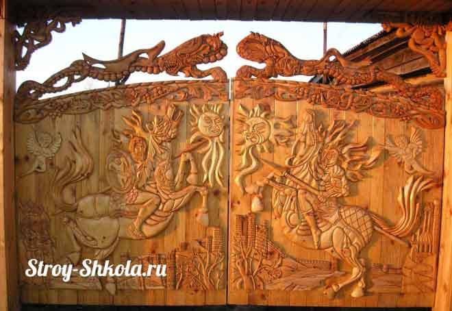 Красивые ворота из дерева, сделанные собственноручно