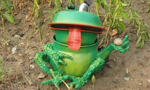 Лягушка для сада из подручных средств